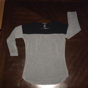 Gray 3/4 sleeve tee w/ black mesh décolletage